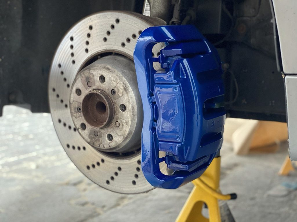 finished brake callipers painted in blue